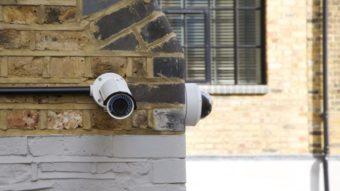 Hackers invadem câmeras de segurança da Tesla, Cloudflare e mais empresas