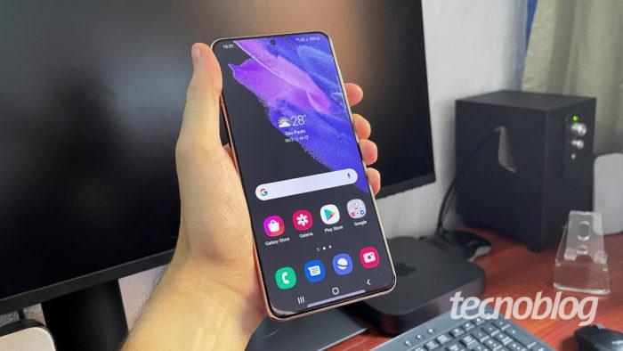 Galaxy S21+ com Android 11 (imagem: Emerson Alecrim/Tecnoblog)