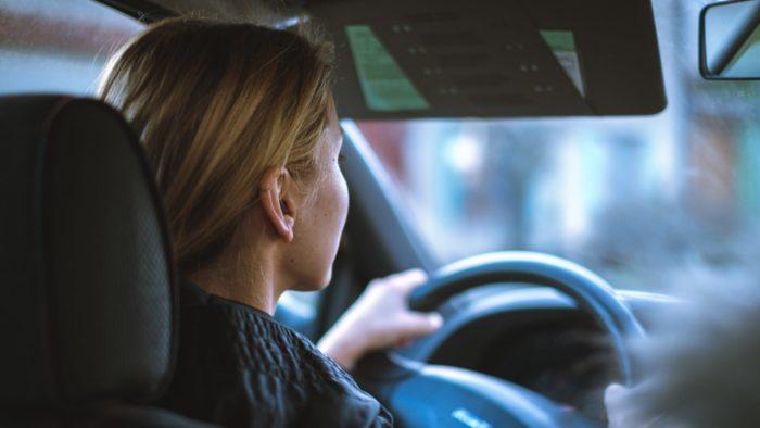 99 lança 99Mulher para motoristas mulheres atenderem só passageiras (Imagem: Jan Baborák/Unsplash)
