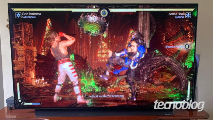 A LG CX atingiu 13 ms no PS5, mas esta é uma TV OLED bem cara (Imagem: Ronaldo Gogoni/Tecnoblog)