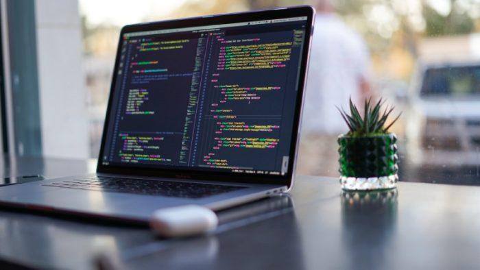 O que é TypeScript? / James Harrison / Unsplash