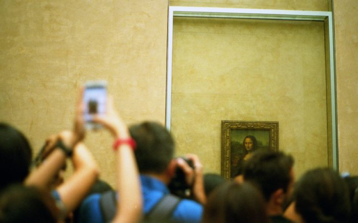 Museu do Louvre lotado (Imagem: Jill Evans / Pexels)