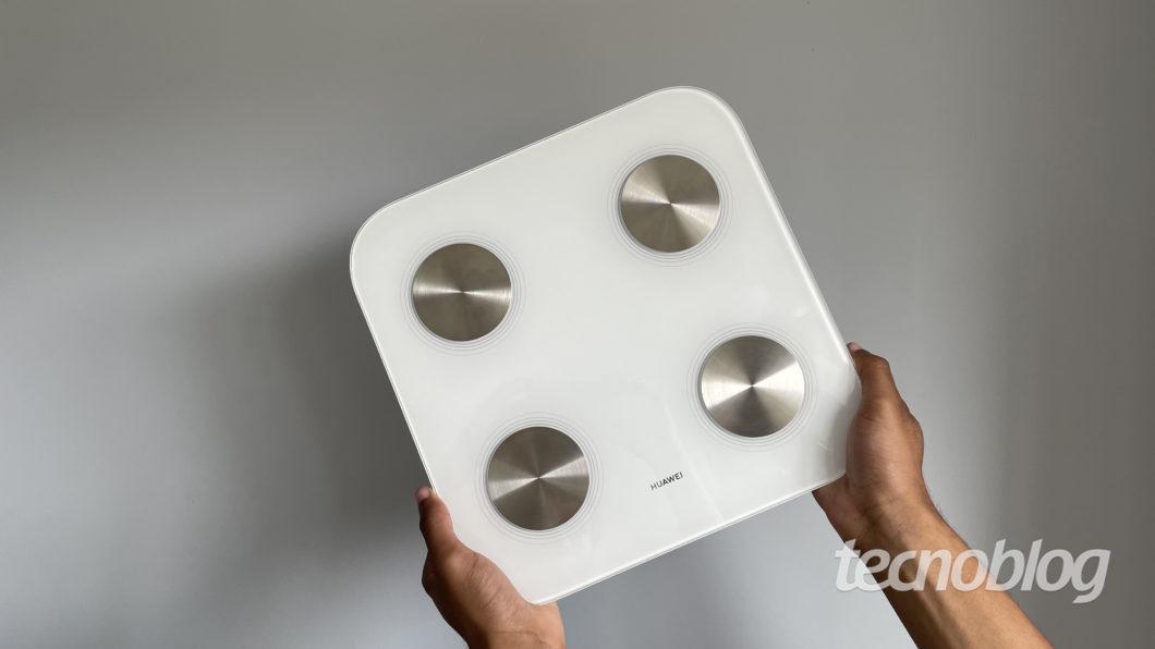 Balança inteligente Huawei Scale 3 (Imagem: Darlan Helder/Tecnoblog)