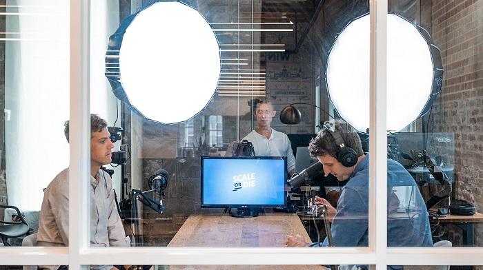 Com quantos inscritos um canal começa a ganhar dinheiro no YouTube (Imagem: Austin Distel/Unsplash)