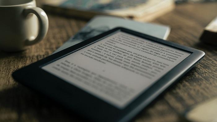 Como colocar um livro como descanso de tela no Kindle (Imagem: Felipe Pelaquim/Unsplash)