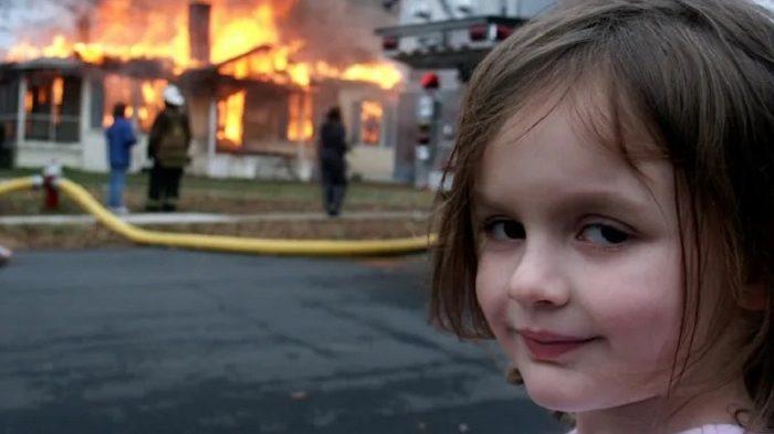 """Meme """"Disaster Girl"""" foi leiloado como um NFT (Imagem: Reprodução/ David Roth)"""