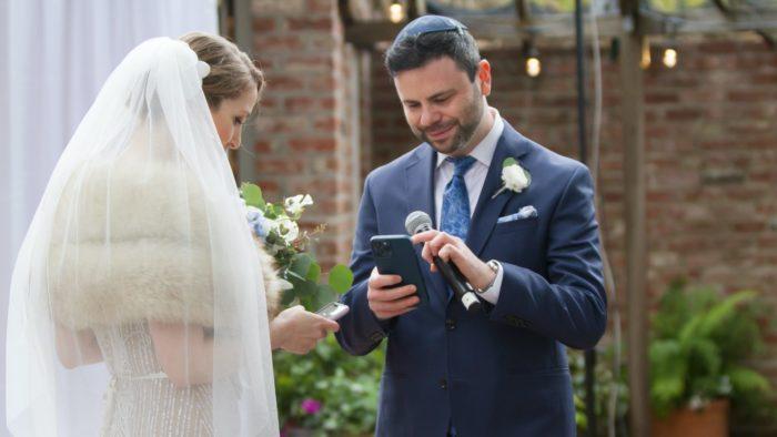 Rebecca Rose e Peter Kacherginsky se casaram trocando NFTs como alianças (Imagem: Reprodução/Twitter)