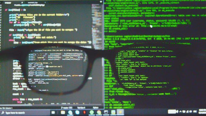 Governo americano quer novas regulamentações de criptomoedas para combater crimes de ransomware (Imagem: Alex Chumak/Unsplash)