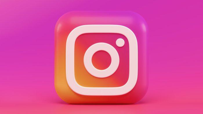 O Finstagram é comum principalmente entre meninas adolescentes (Imagem: Alexander Shatov/Unsplash)