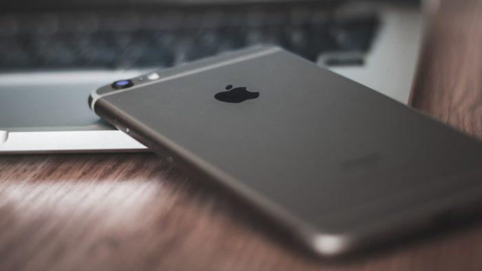 Apple pode estar divulgando informações falsas para identificar leakers (Imagem: AltumCode/Unsplash)