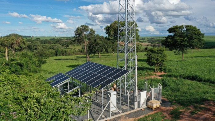 Antena da TIM em General Salgado/SP alimentada por painéis solares, de forma off grid