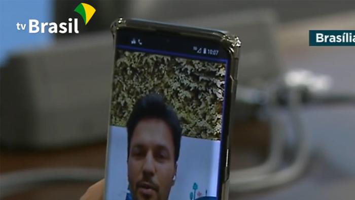 Celular usado por Bolsonaro tem indicador de rede 5G; sinal estava fraco (Imagem: Reprodução/TV Brasil)
