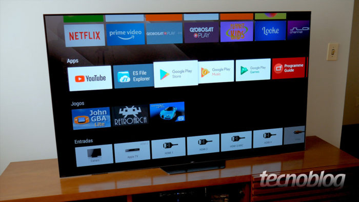 TV OLED Sony A8F, com Android TV (Imagem: Paulo Higa/Tecnoblog)