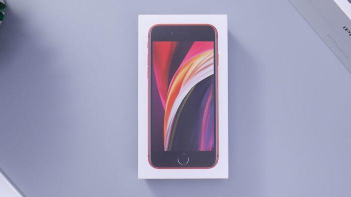 iPhone SE 2020 (Imagem: Daniel Romero/Unsplash)