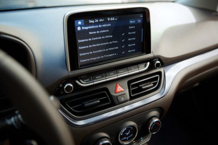Painel multimídia do novo HB20 2022 (Imagem: Reprodução/Hyundai)