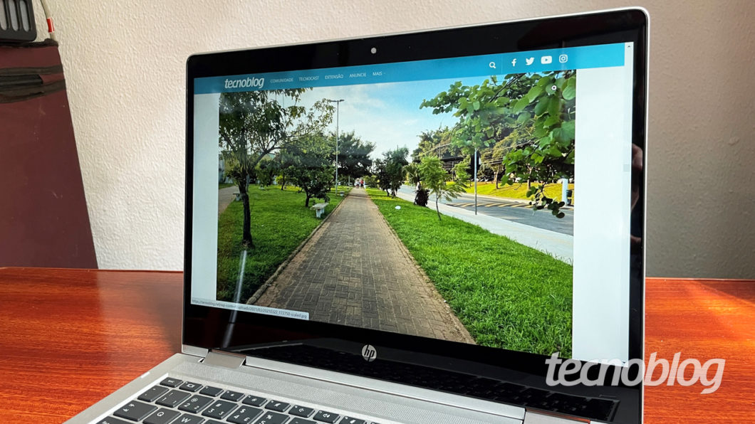 O HP Probook X360 tem tela full HD (imagem: Emerson Alecrim/Tecnoblog)