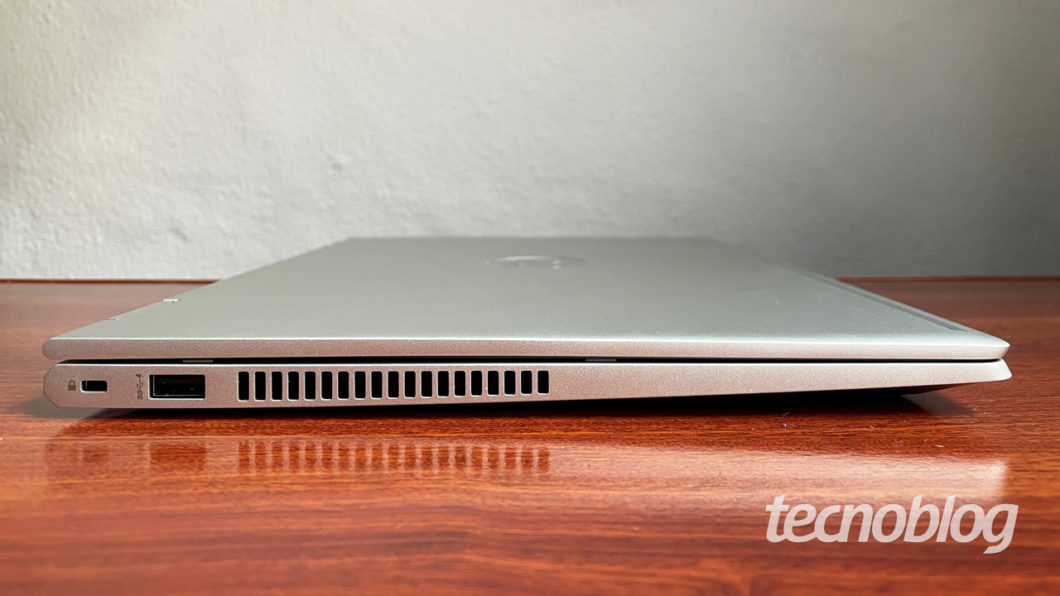 Lateral esquerda do Probook X360 (imagem: Emerson Alecrim/Tecnoblog)