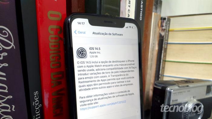 Atualização para o iOS 14.5 no iPhone (Imagem: Bruno Gall De Blasi/Tecnoblog)