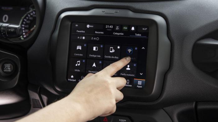 Jeep Renegade 80 Anos inclui plataforma Adventure Ingelligence (Imagem: Divulgação/Stellantis)