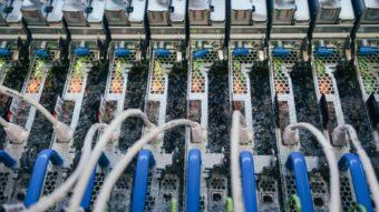 Microsoft mergulha servidores em líquido para testar resfriamento