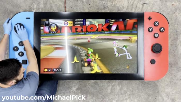 Versão gigante do Nintendo Switch funciona quase como o console original (Imagem: divulgação/Michael Pick)