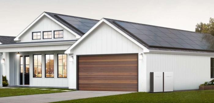 Painéis solares da Tesla com Powerwall (Imagem: divulgação/Tesla)
