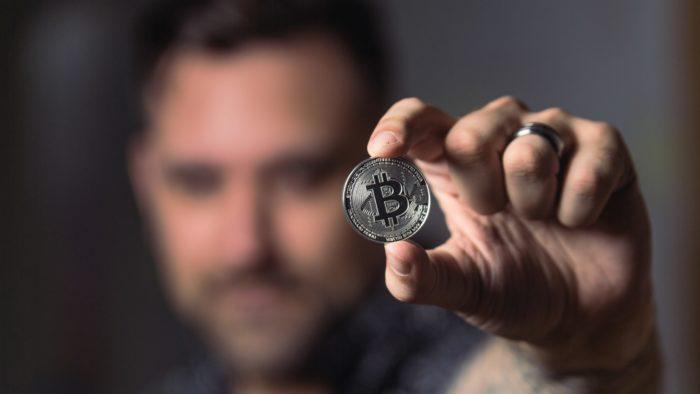 Homem alega ser Satoshi Nakamoto, criador do bitcoin, em ação judicial por violação de direitos autorais (Imagem: Crypto Crow/Flickr)