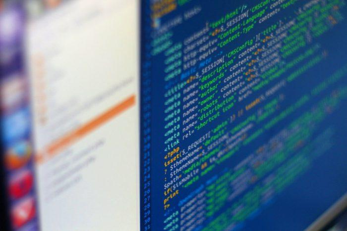 Programando no Linux (imagem ilustrativa: Sárfi Benjámin/Pixabay)