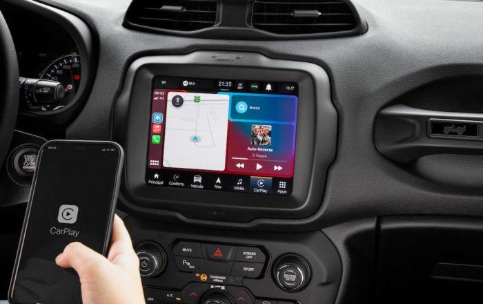 Jeep Renegade 80 Anos inclui plataforma Adventure Ingelligence e suporte a CarPlay e Android Auto (Imagem: Divulgação/Stellantis)