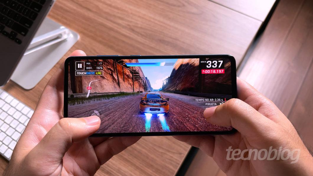 Samsung Galaxy A52 (Imagem: Paulo Higa/Tecnoblog)