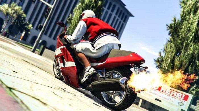 Como empinar uma moto no GTA 5 (Imagem: Rockstar/Divulgação)