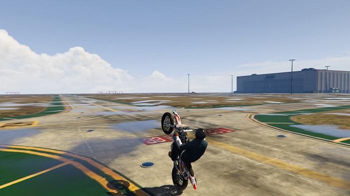 Como empinar uma moto no GTA 5 (Imagem: GTA Mods/Divulgação)