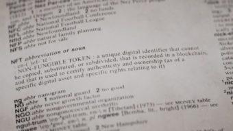 Dicionário Merriam-Webster vende definição de NFT como ativo digital NFT