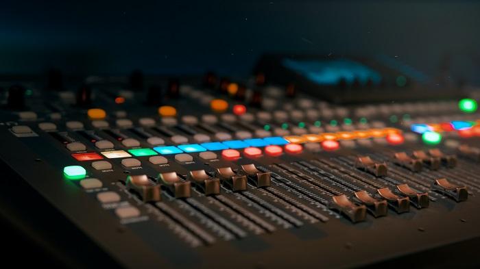 O que é o som surround? (Imagem: Dmitry Demidov/Pexels)