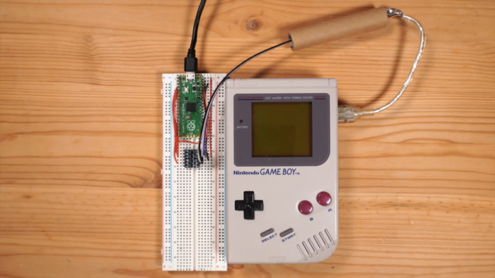 Game Boy modificado pode se conectar à internet (Imagem: Reprodução/YouTube StackSmashing)