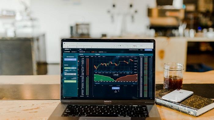 Quais são os investimentos mais arriscados? (Imagem: Austin Distel/Unsplash)
