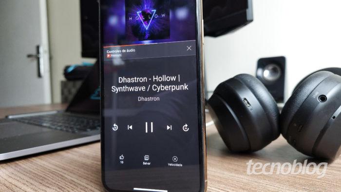 YouTube testa controles de música (Imagem: André Fogaça/Tecnoblog)