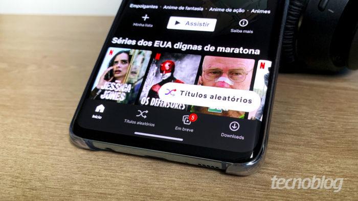 """Netflix começa a liberar botão """"títulos aleatórios"""" no app para Android (Imagem: Bruno Gall De Blasi/Tecnoblog)"""