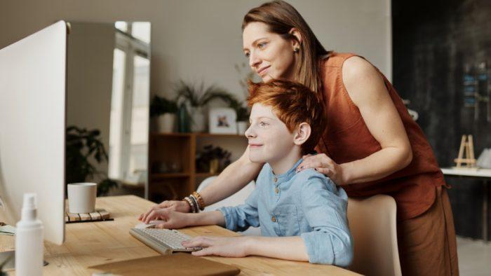 Apple ID para crianças: entenda vantagens e saiba como criar (Imagem: Julia M. Cameron/Pexels)