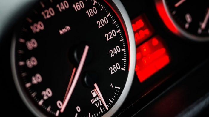As unidades de velocidade mais conhecidas são km/h e m/s. Veja como convertê-las (Imagem: Pixabay / Pexels)