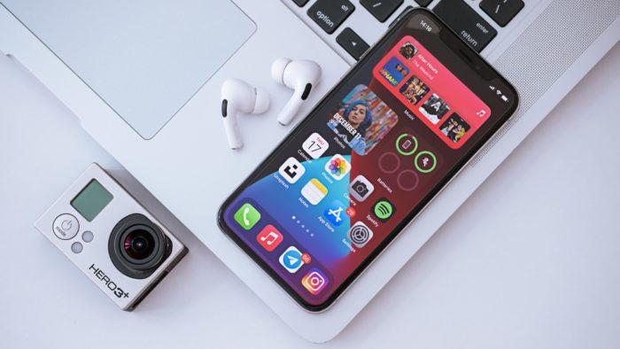 bateria do bluetooth iPhone (Imagem: Omid Armin/Unsplash)