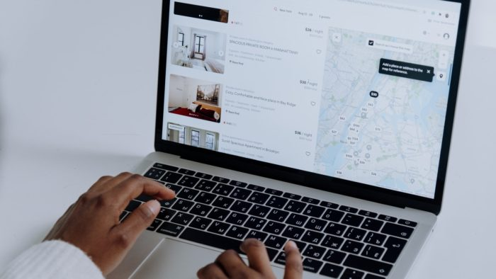 airbnb lista (Imagem: cottonbro/Pexels)