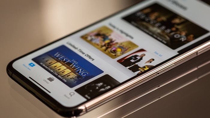 6 apps para assistir canais de TV online pelo Android e iOS (Imagem: Torsten Dettlaf/Pexels)