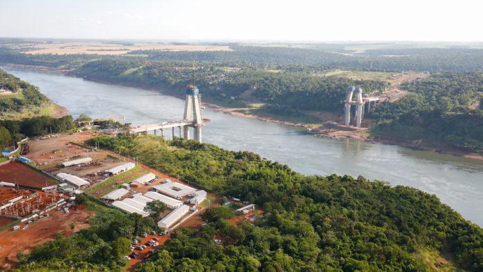 A usina de Itaipu enfrentou a pior estiagem da história em 2020 (Imagem: Alan Santos-PR/Flickr)