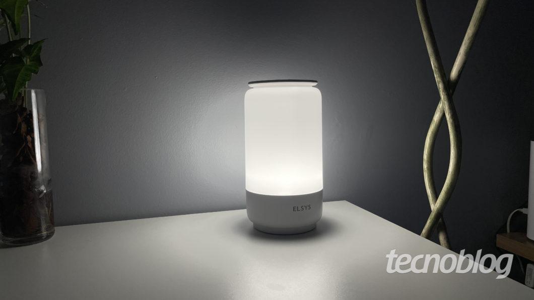 Elsys smart luminaire (Image: Darlan Helder/Tecnoblog)