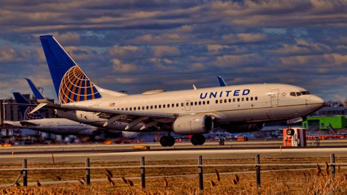 Avião da United Airlines (Imagem: raymondclarkeimages/ Flickr)