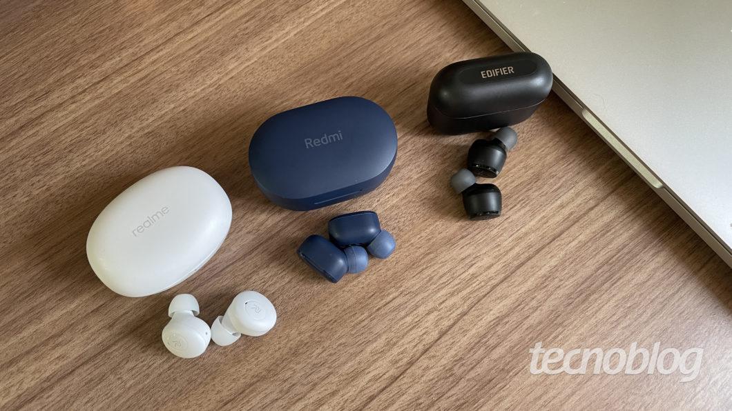 Xiaomi Redmi AirDots 3, Realme Buds Q and Edifier X3 (Image: Darlan Helder/Tecnoblog)