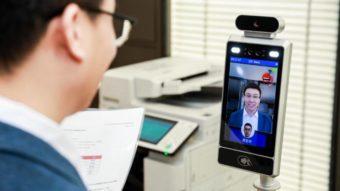 Canon usa câmeras na China que só liberam funcionários com sorriso no rosto
