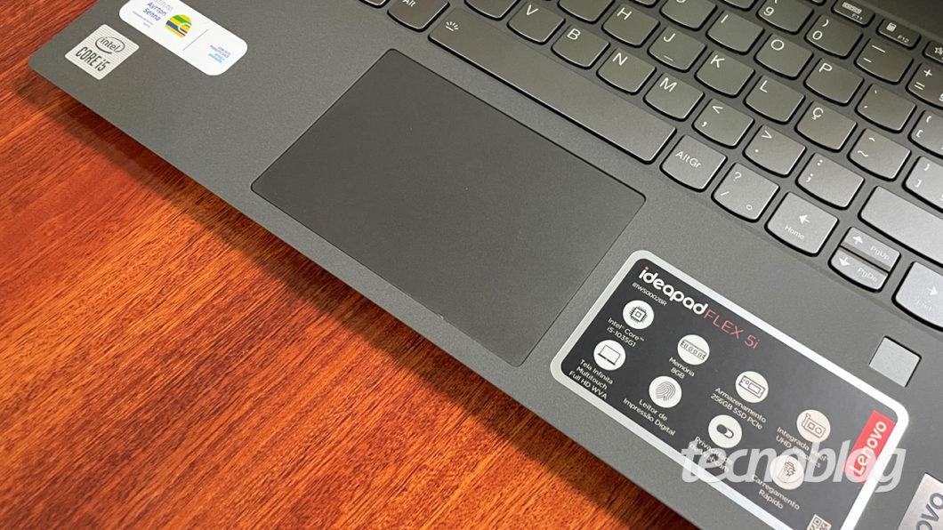 O touchpad do Flex 5i é um tanto frágil (imagem: Emerson Alecrim/Tecnoblog)