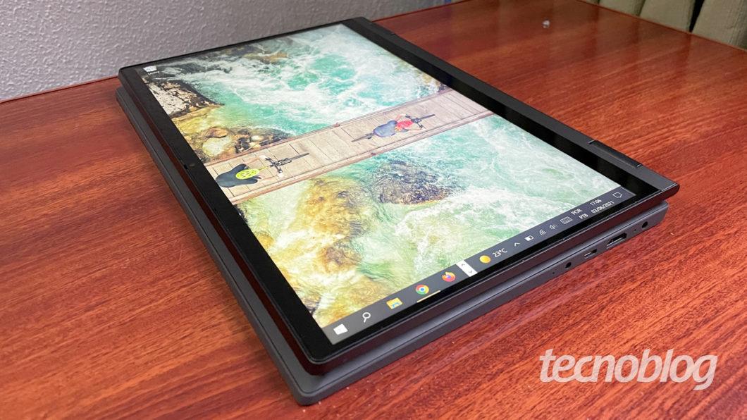 Modo tablet do Ideapad Flex 5i (imagem: Emerson Alecrim/Tecnoblog)